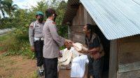 Polsek Dusun Tengah Salurkan Bantuan Sosial