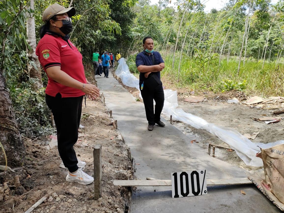 Camat Banua Lima Monitor dan Evaluasi Proyek Desa Bagok