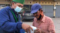 Peringati HUT RI Ke-76, HMI dan Kohati Bagikan Masker dan Handsanitizer